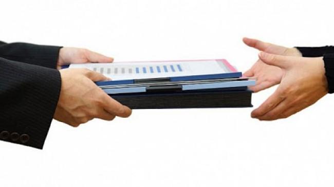 İşyeri devrinde çalışanın sözleşmesi feshedilemez.
